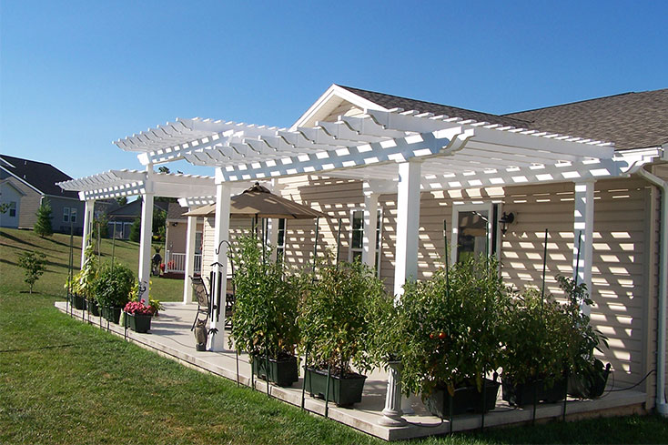 vinyl pergola used for backyard privacy