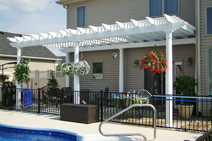 pool pergola design with decorative accent