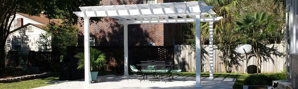 A custom pergola set built in the backyard of a home