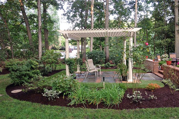 pergola designs for mid-yard retreat