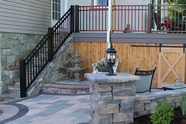 outdoor living space with fountain