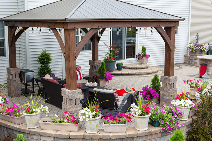 what is the difference between a pergola and a pavilion